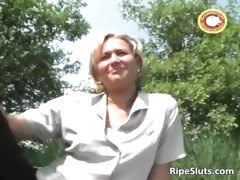 Horny mature blonde rubs and shaves her part6